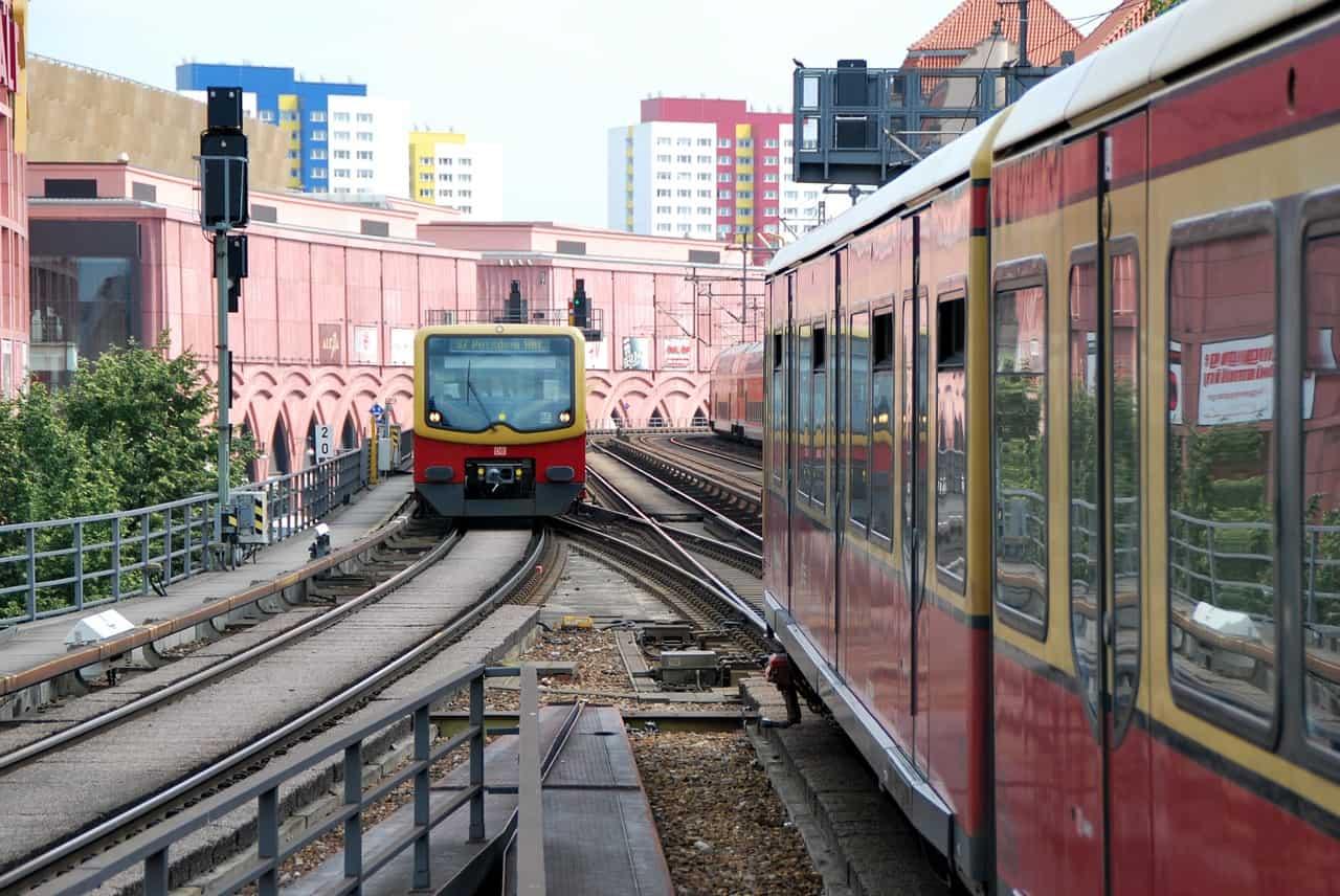 Die Vivid Show im friedrichs-palast mit öffentlichen Verkehrsmitteln easy erreichen