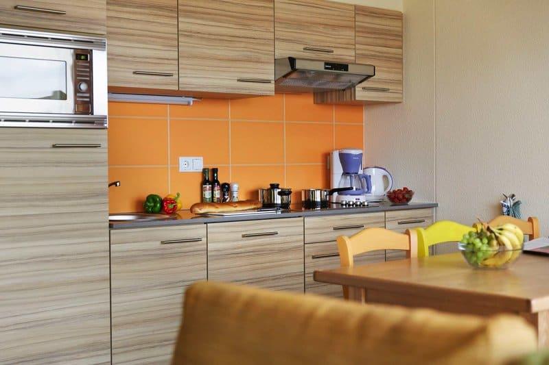 Die kleinen Küchen sind gut eingerichtet im Center Parcs Park Bostalsee