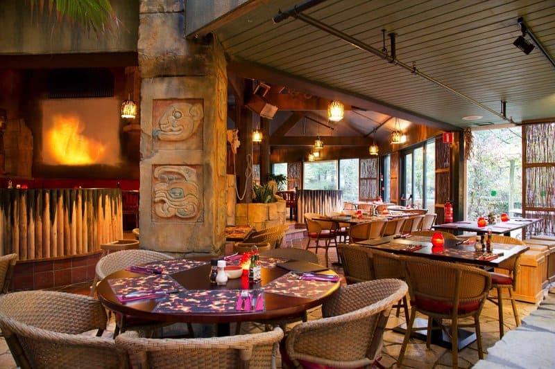 Eines der Restaurants im Market Dome