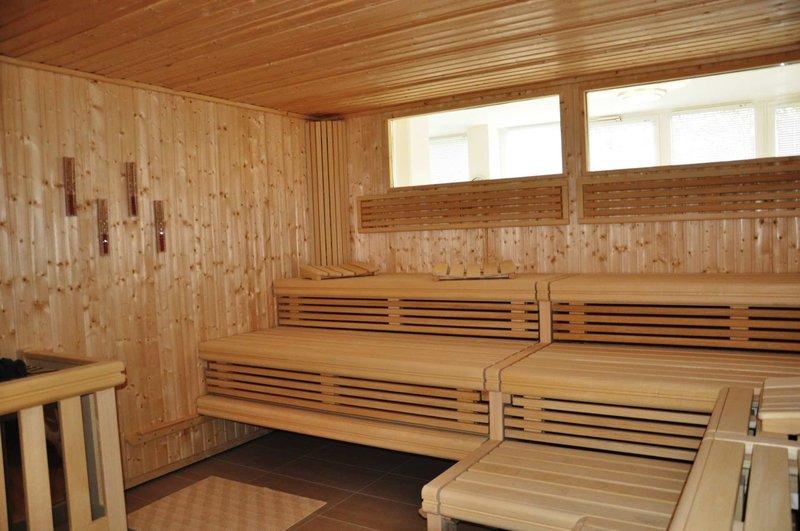 Für die Erwachsenen heißt es entspannen in der Sauna im Familienhotel