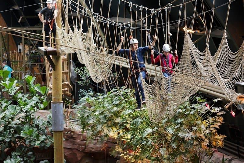 Im Kletterpark welcher für die Kinder getreu dem Piratenreise gestaltet wurde