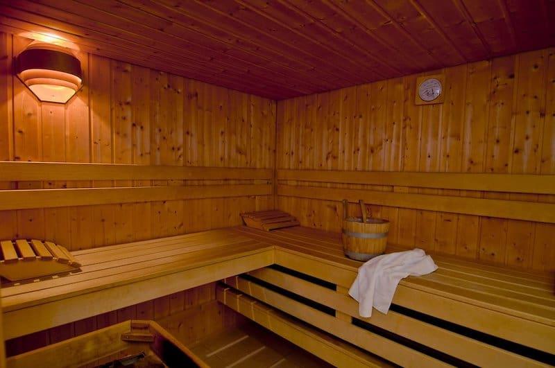 In der Hoteleigenen Sauna könnt Ihr entspannen