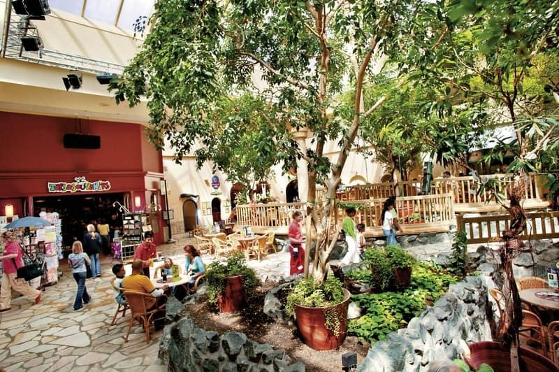 Market Dome mit Geschäften & Restaurants