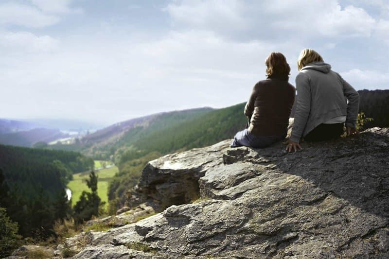 Päärchen erleben hier einen tollen Urlaub inmiten der hügligen Natur Belgiens