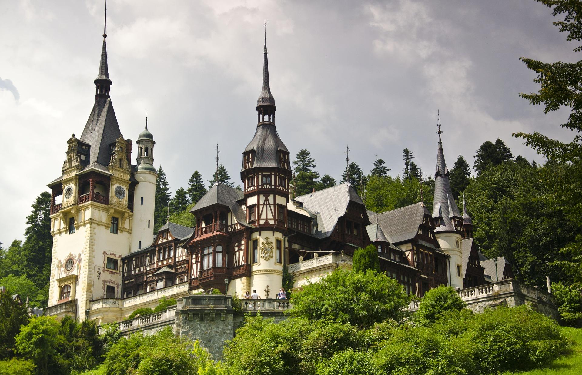 Peles Castle die alten historischen Gebäude stammen aus dem frühen Mittelalter