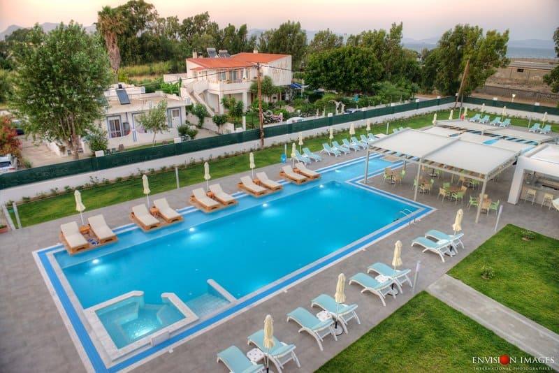 Poollandschaft vom Hotel in Nea Alikarnassos auf der Insel