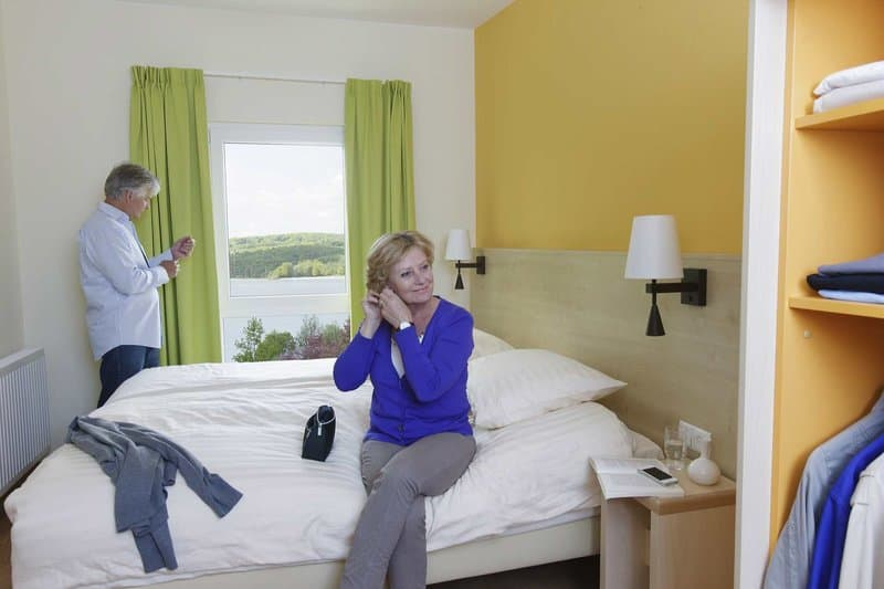 Schlafzimmer mit Seeblick