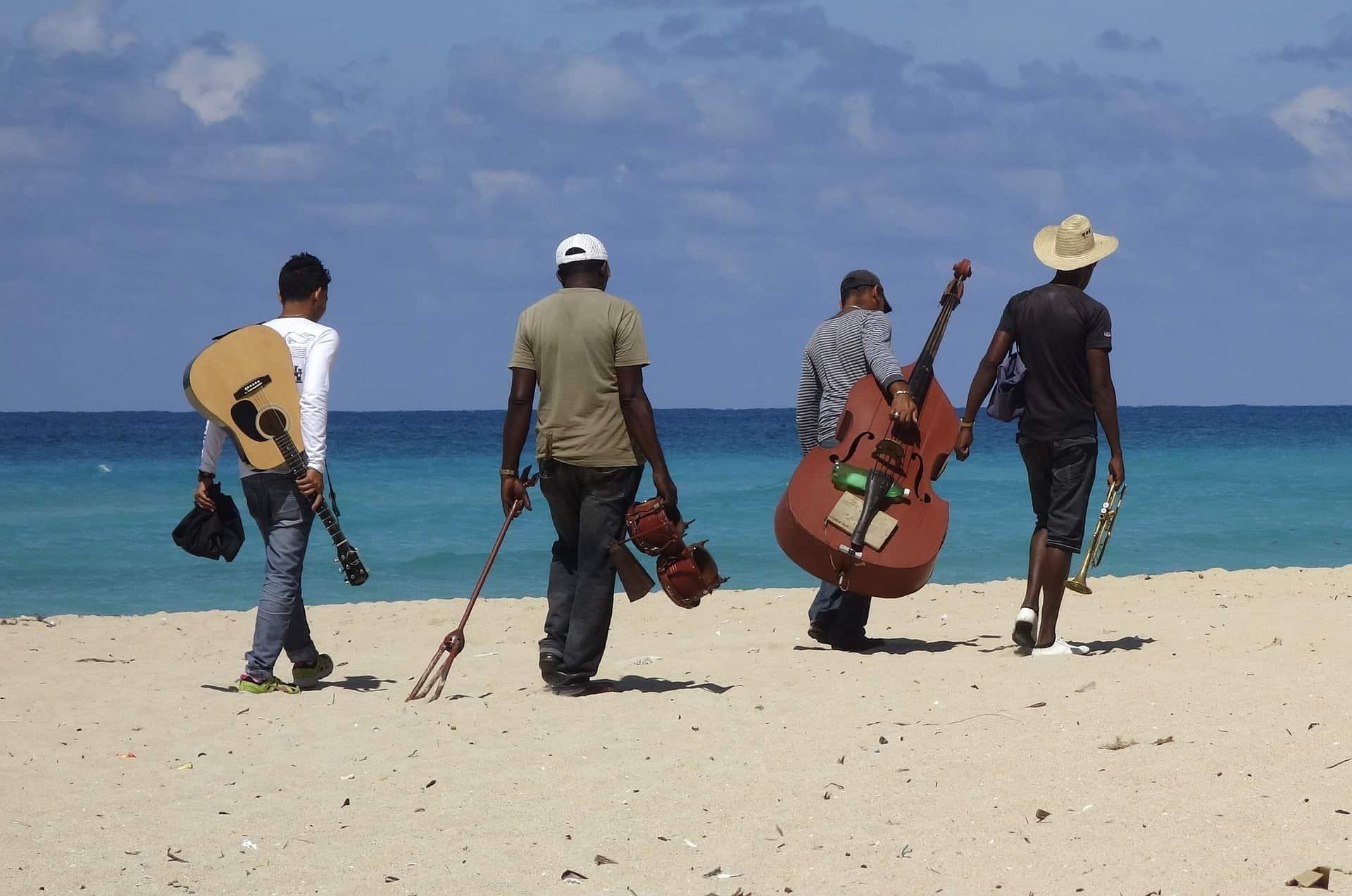 Selbst an den Stadtstränden findet Ihr Musiker die einem den Tag versüßen