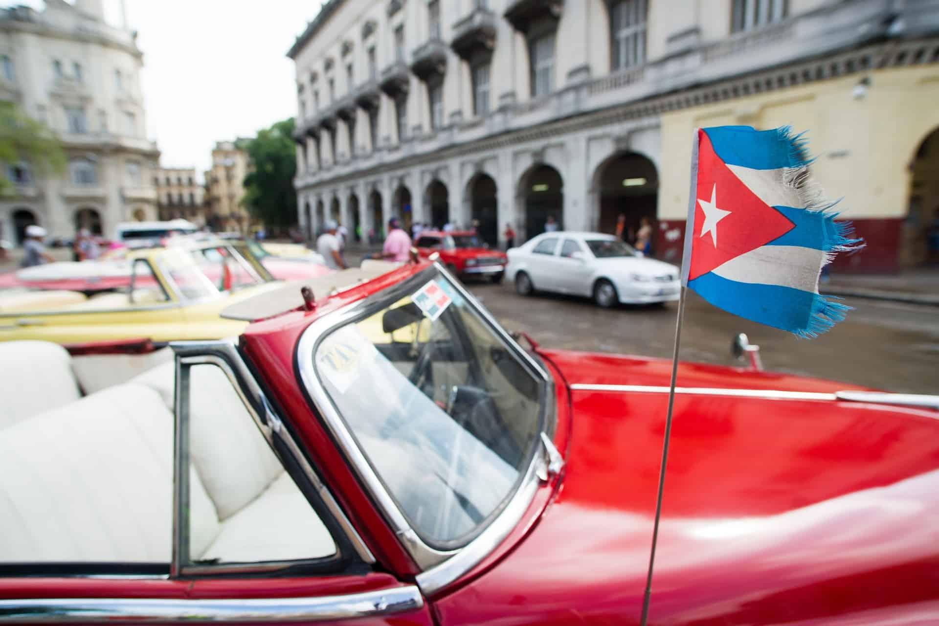 Städtereise nach Havanna bis Heute fahren hier fast nur Oldtimer durch die Straßen