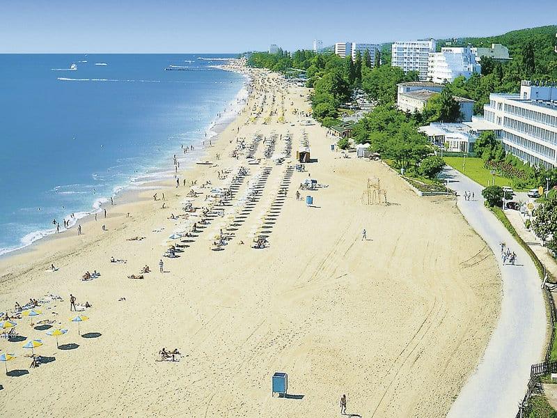 Strandabschnitt direkt am Hotel Perla