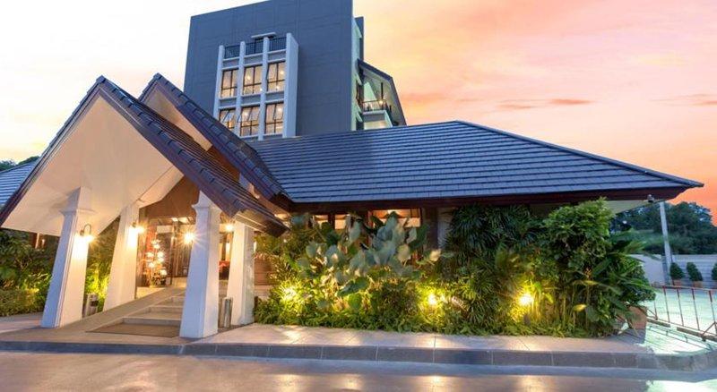 Südoste von Thailand so sieht das 5 Sterne Hotel The Radiance von außen aus