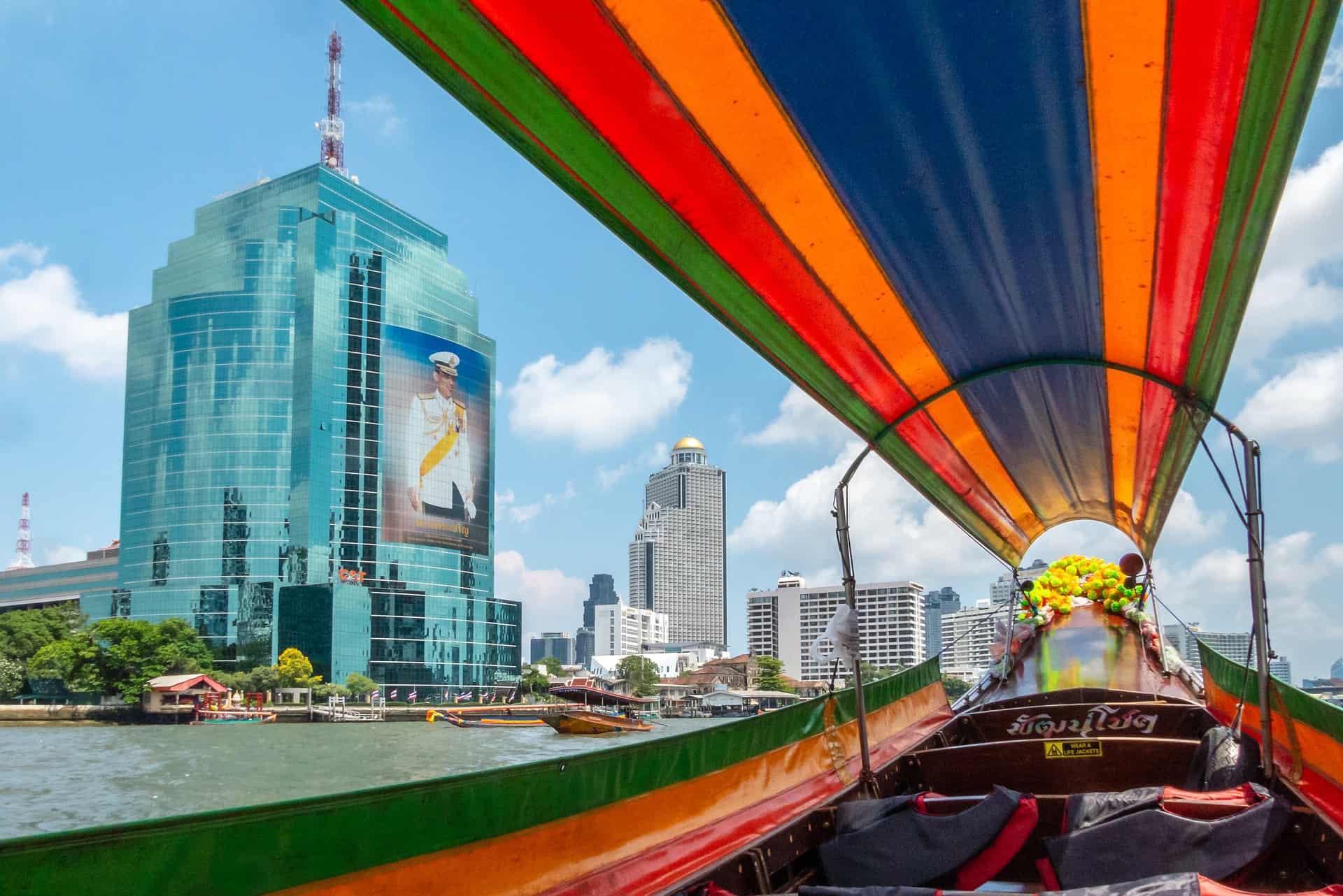 Thailand günstig buchen & in Bangkok aufjedenfalld die Wasserstraßen zum Fortbwegen nutzen