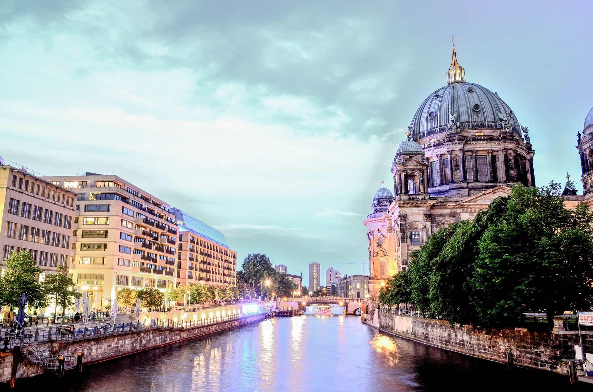 VIVID Show im Friedrichstadt-Palast - Ticket & Hotel ab 65,00€ Berlin