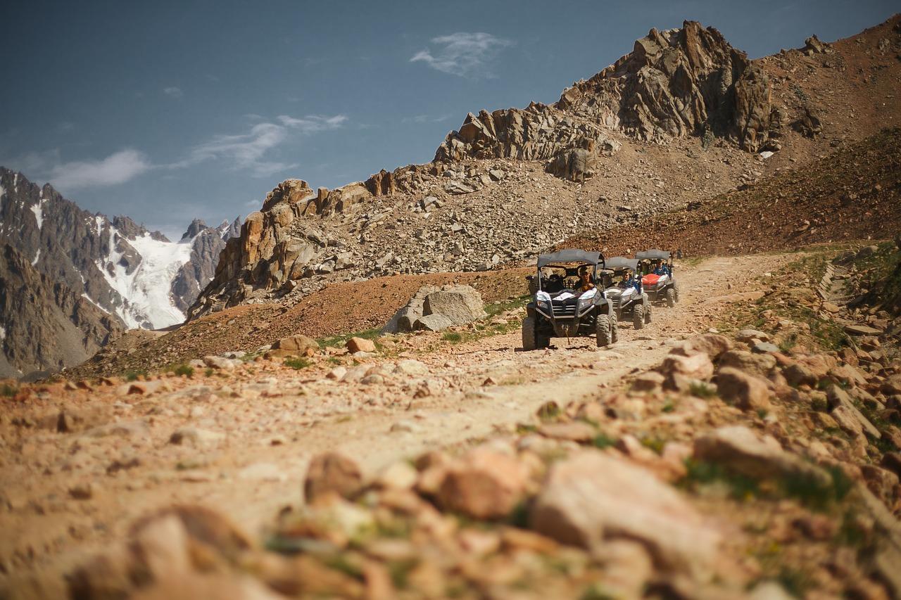 Während der Reise nach Kasachstan bietet sich eine Rundfahrt durch das Gebirge bestens an