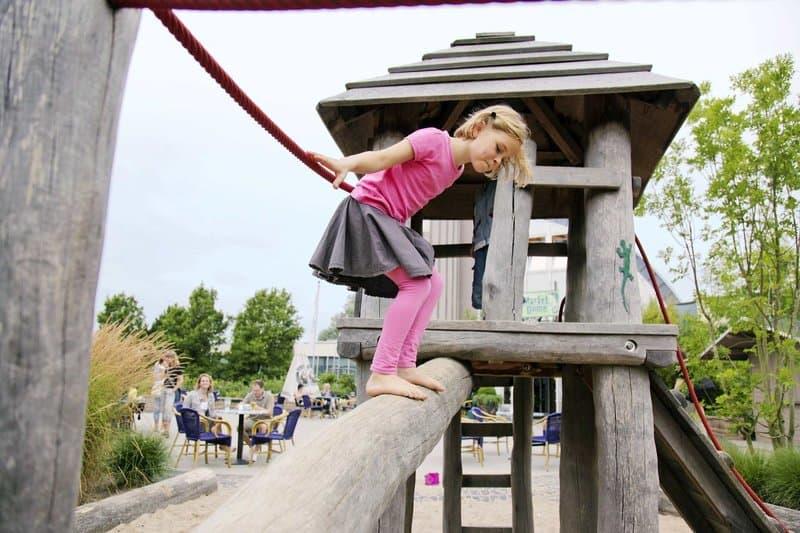 Während die Kinder sich neue Freunde machen können die Eltern gemütlich ein Café trinken Center Parcs Nordseeküste