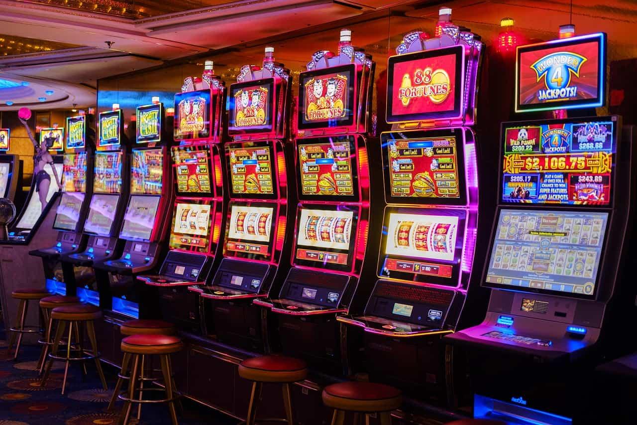 Zahlreiche Automaten und Tischspiele erwarten euch im Casino, ich empfehle allerdings nur zu Pokern
