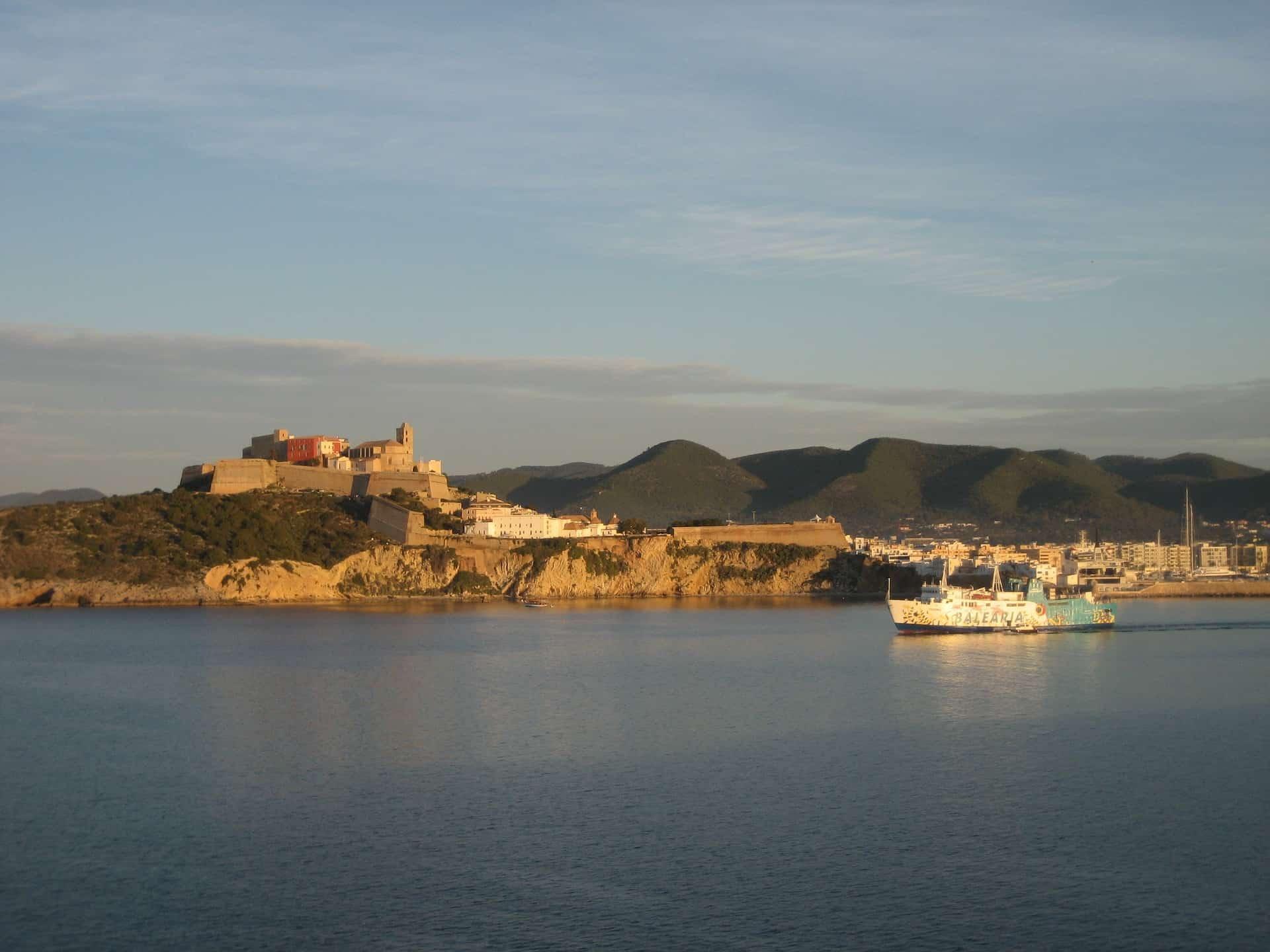 Altstadt von Ibiza erleben mit Lastminute Flug