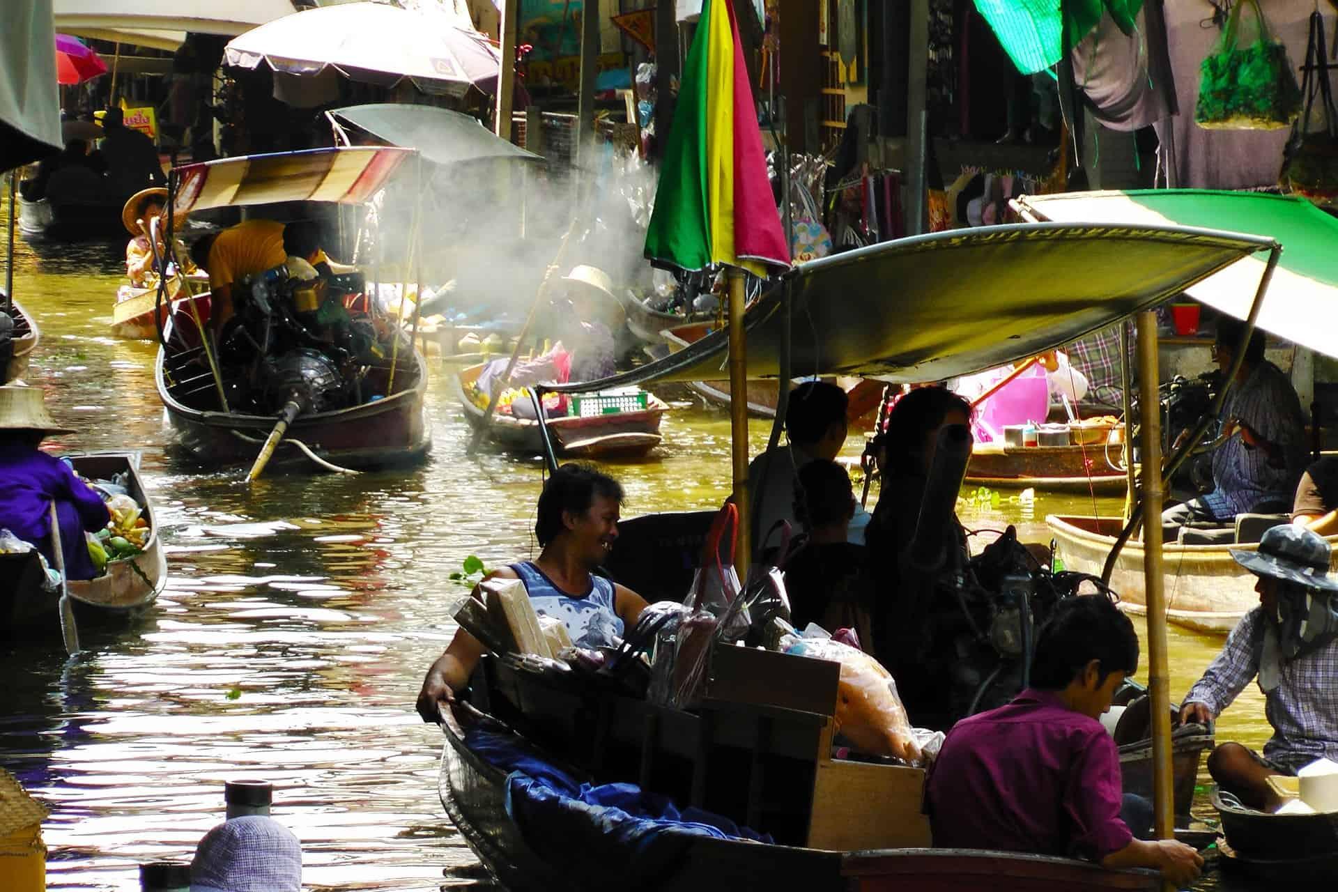 Bangkok entdecken mit öffentlichen Verkehrsmitteln - am besten mit dem Wassertaxi