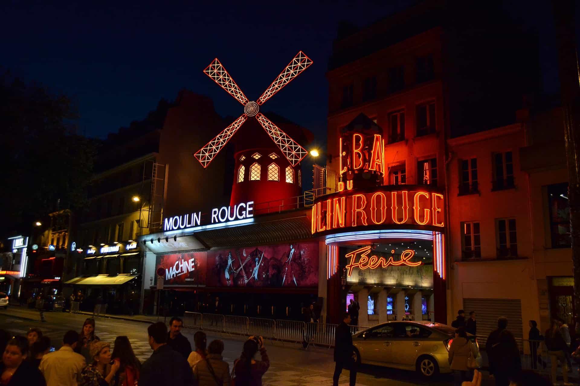 Berühmte Tanzbar Mouligne Rouge in der Hauptstadt Frankreichs+