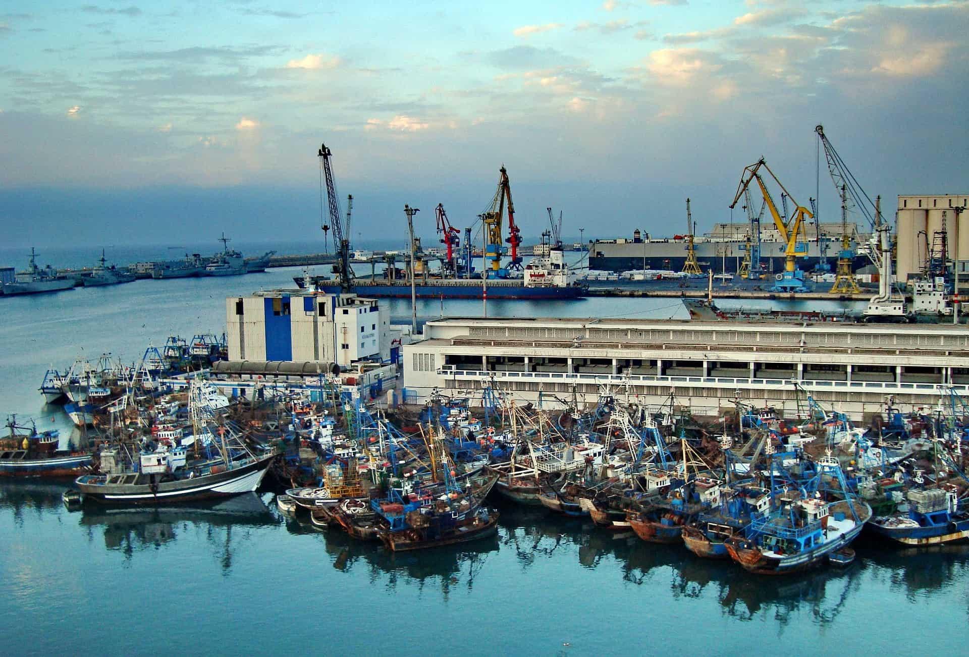 Der bedeutende Hafen in Casablanca Städtereisen nach Afrika
