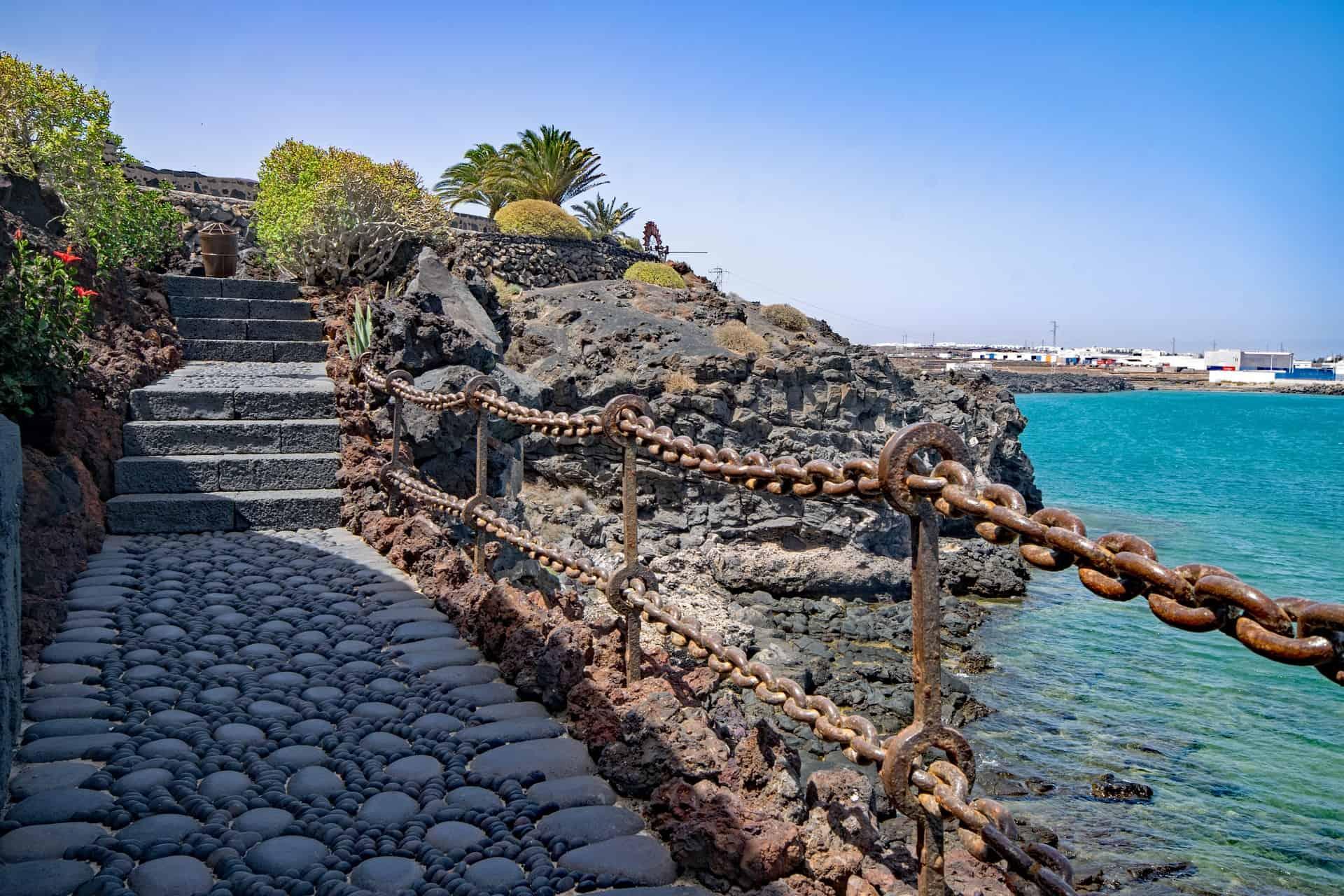 Die Gegegen von Castillo de San Jose erleben mit Billigflügen Ibiza bei Last Minute