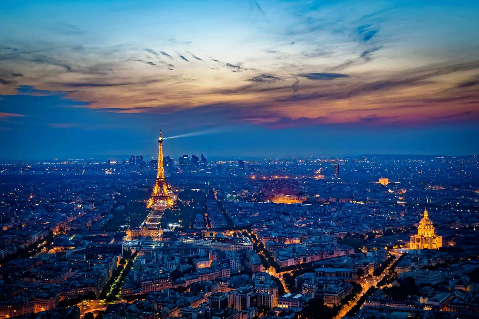 Eifel Turm das internationale Wahrzeichen der Stadt- romantischer Kurzurlaub