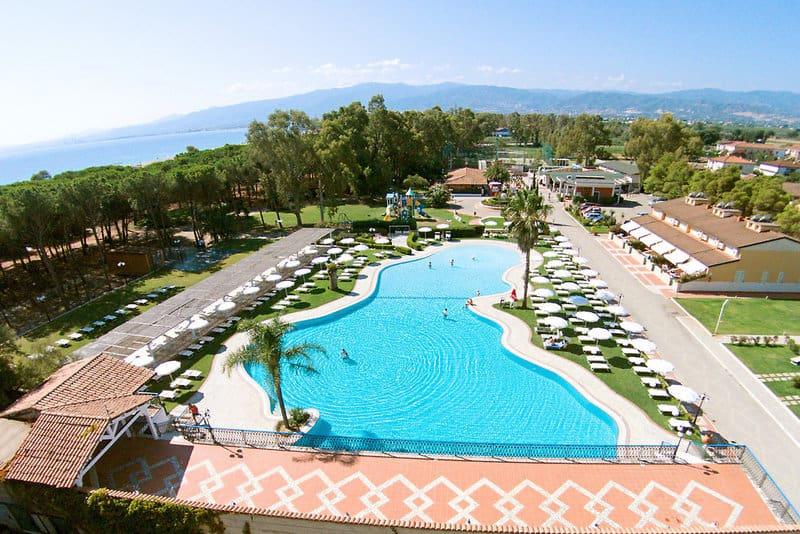 Hotelanlage von Oben 4 Sterne Salice Club Resort