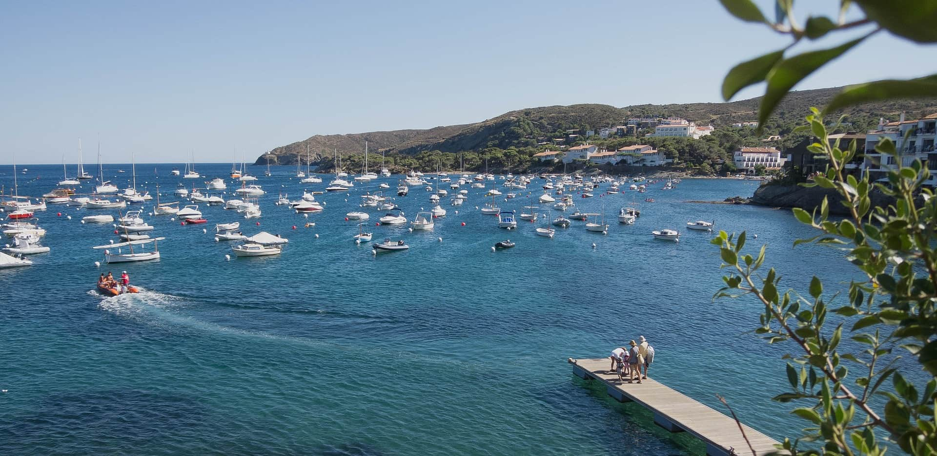 Ich empfehle euch aufjedenfall eine Bootstour durch den Mittelmeer in der Stadt