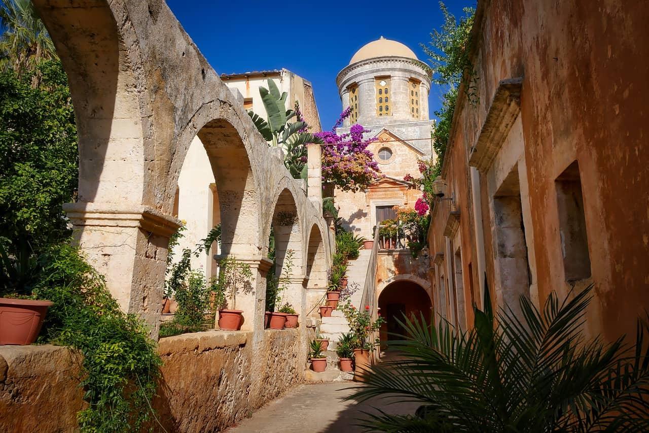 In den Orten findet man Ruinen die 1900 Vor Christus errichtet worden sind