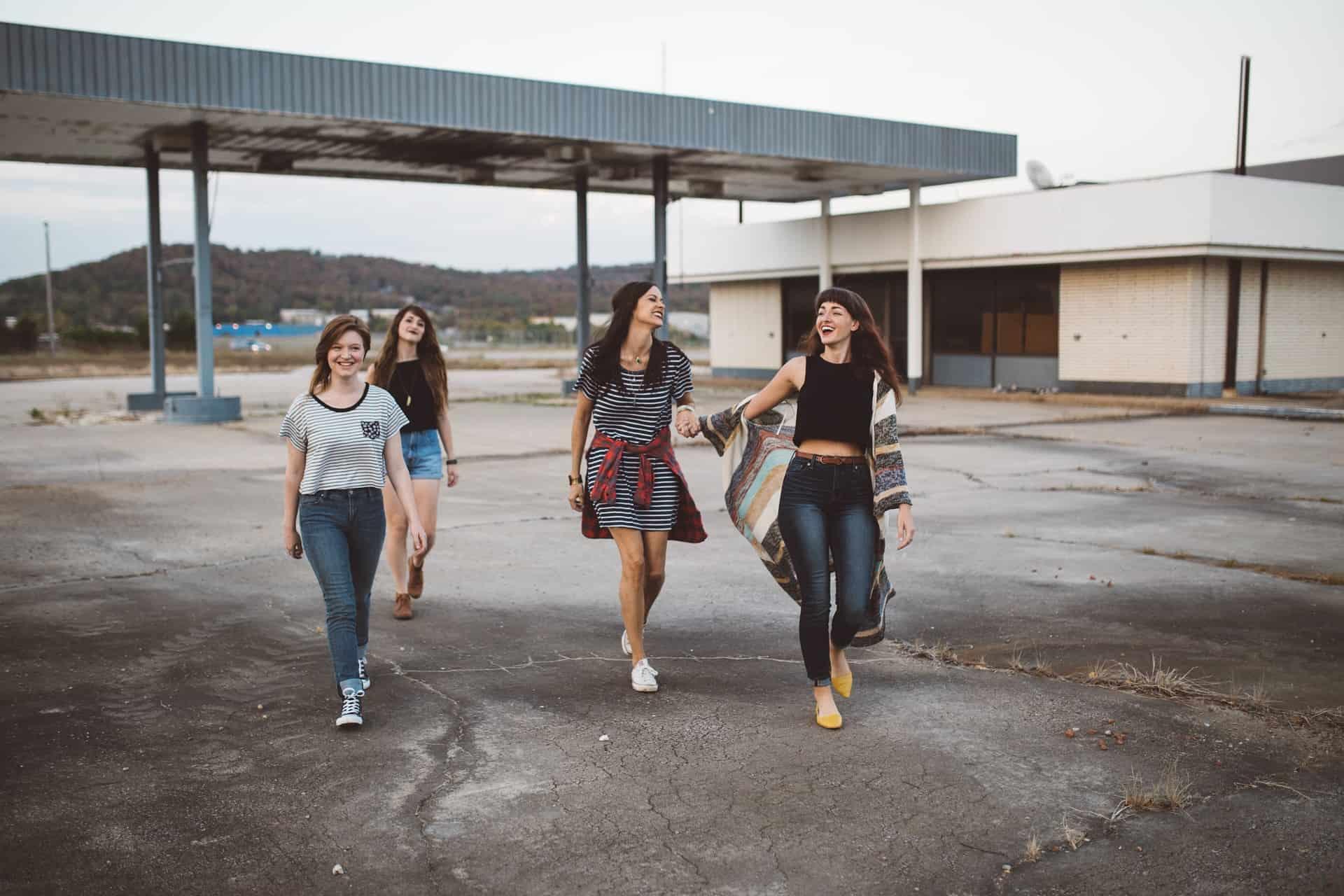 Jugendreise ohne Eltern Ferienlager - Klassenfahrten & Party