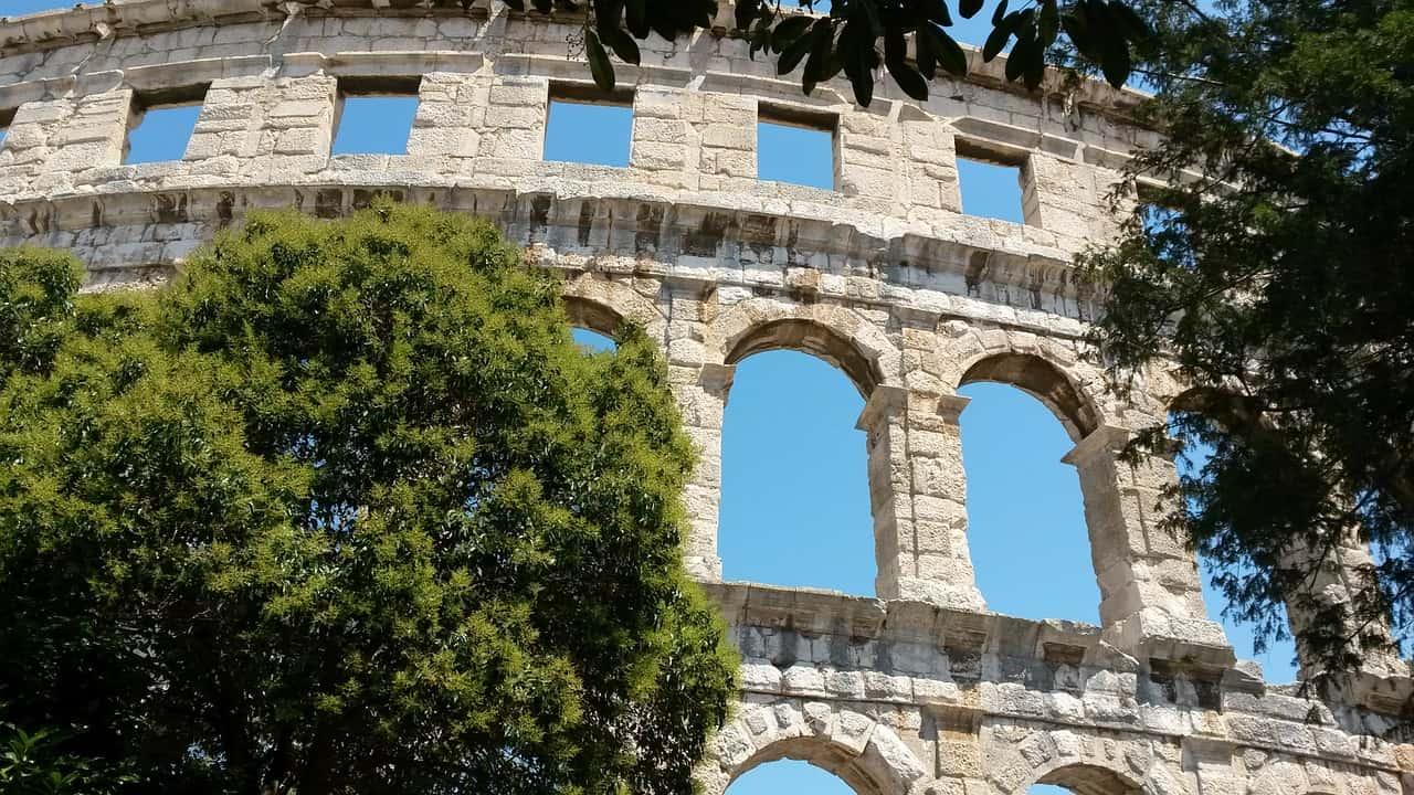 Lastminute - Billig Flüge nach Istrien und Urlaub in Pula machen