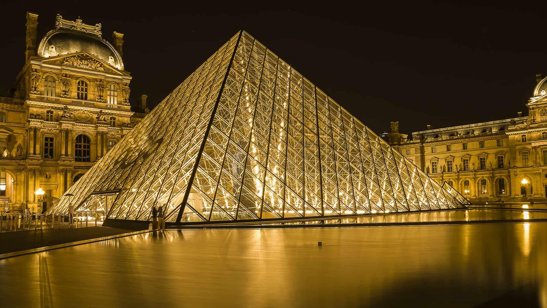 Louvre Museum im Herzen des Stadtkerns