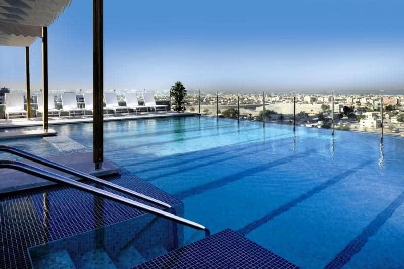 Poolanlage vom 5 Sterne Hotel des Voco Dubai