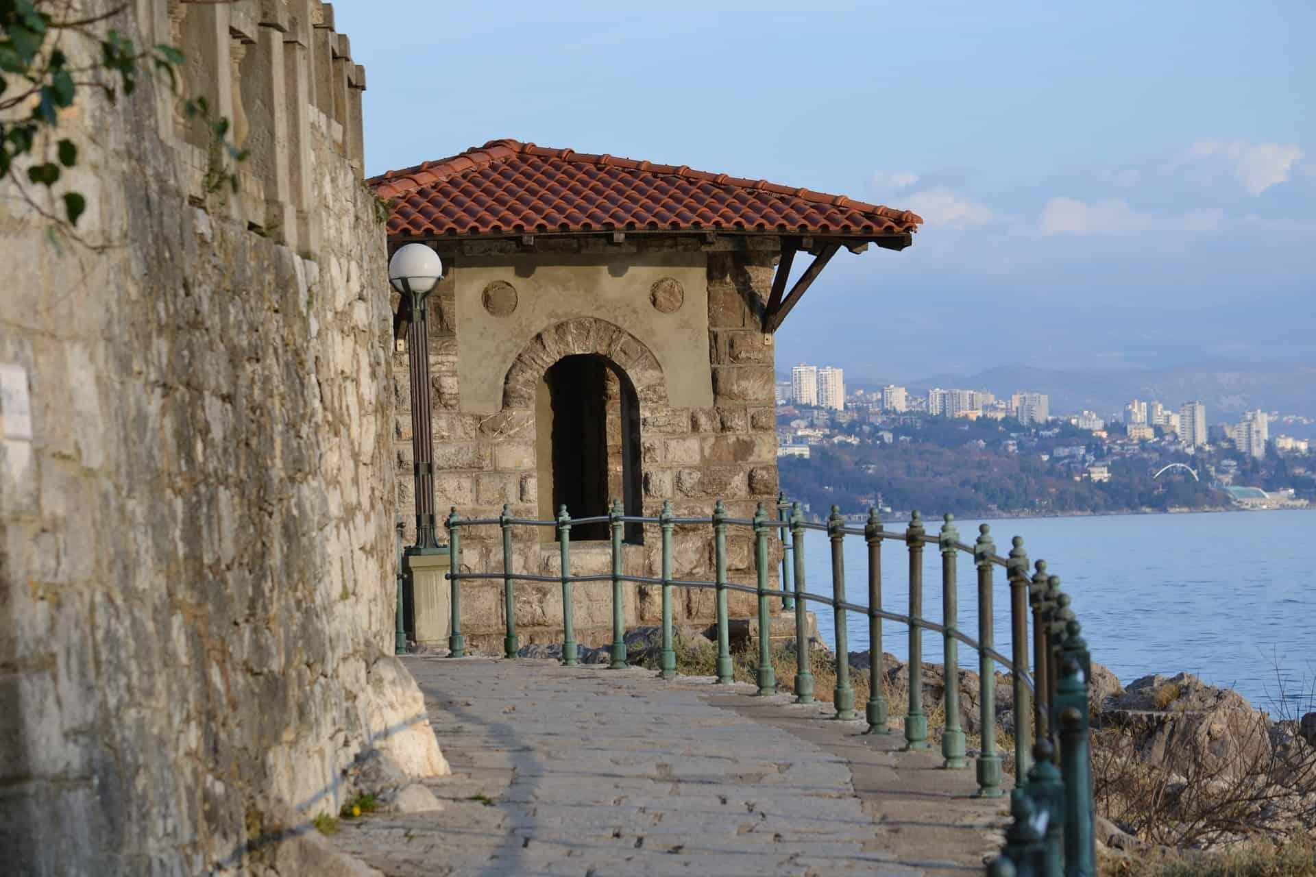 Spaziergänge durch die alten Wege der Stadt Rijeka