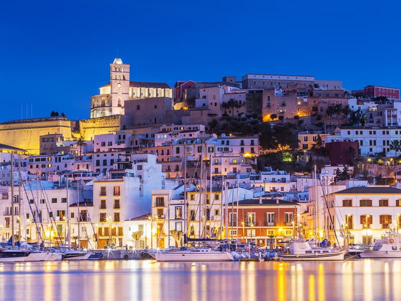 Spanien Ibiza hier beginnt der Schuss für die größte Party auf dem Ozean