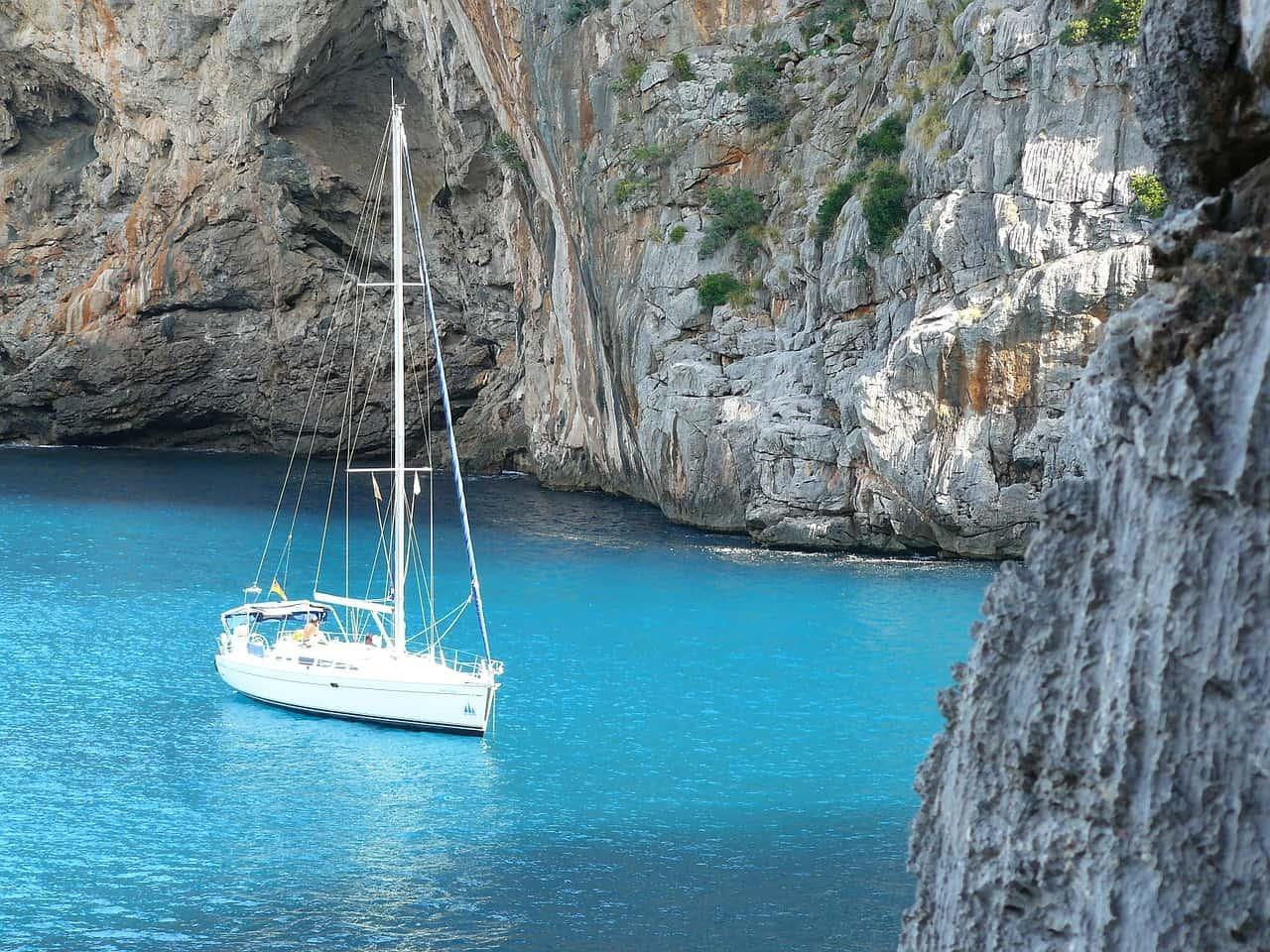 Ich empfehle euch aufjedenfall mindestens einmal mit einem Boot einen Ausflug zu planen