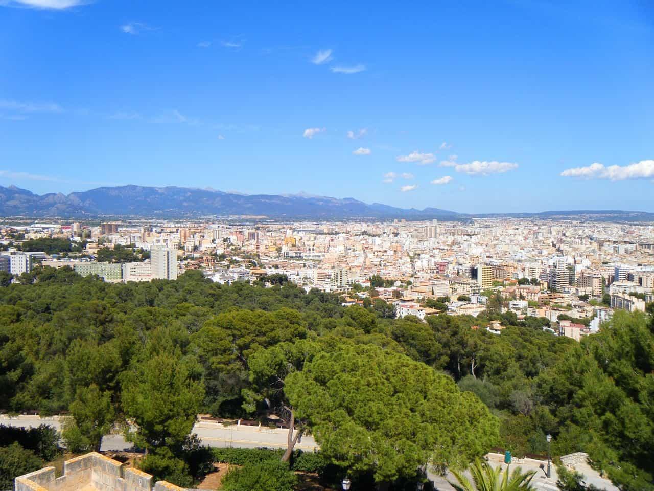Metropole auf der Balearischen Insel Mallorca mit circa 500.000 Einwohnern