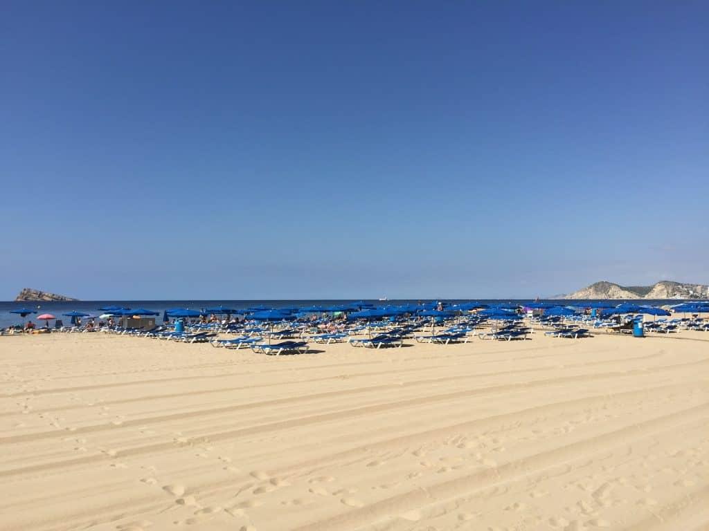 Der berühmte Strandabschnitt der Costa Blanca bei Alicante