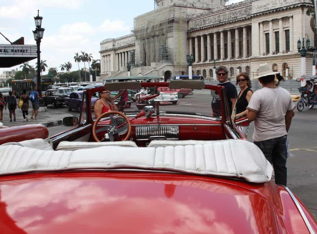 Oldtimer prägen Kubas Straßen bis Heute