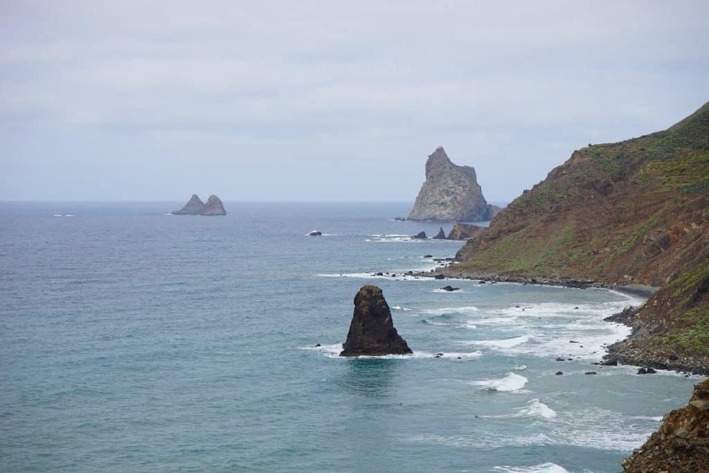 Auch vor Ort könnt Ihr tolle Bootstouren um die komplette Insel unternehmen
