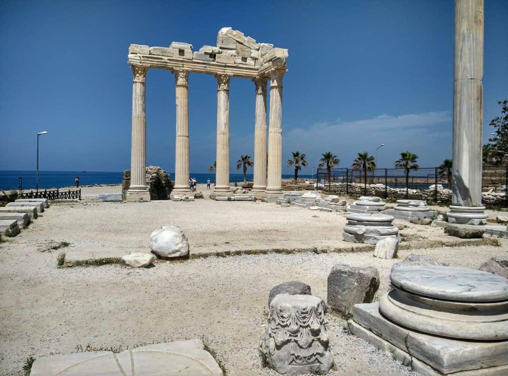 Ferien in der Türkei Sightseeing alter Ruinen