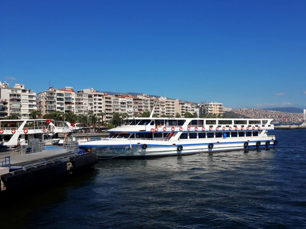 Hafen von Izmir ob mit dem Hop on Hop off Boot oder mit einer Tour auf die Nachbarinseln