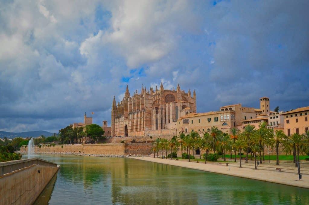 Kathedrale von Palma Stadt - wusstest du das hier 500.000 Menschen leben