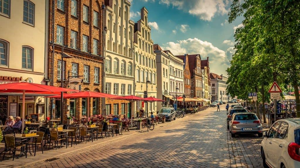 Altsadt Lübecks wundervoll kann man hier kulinarisch in einem schönen Baustil genießen - Fühlt sich an wie eine Zeitreise an manchen stellen der Stadt