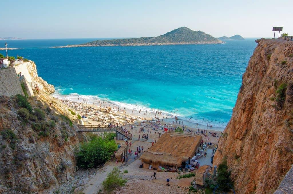 Es gibt wundervolle Buchten mit Glasklarem Wasser an der türkischen Riviera im Süden der Türkei