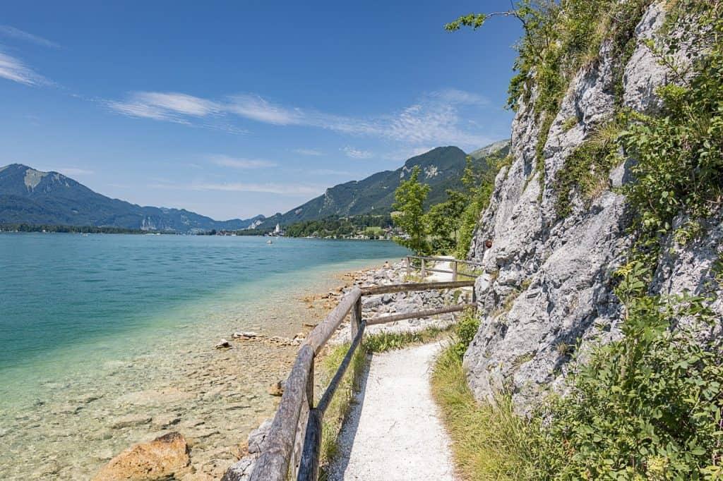 Golling - See Wolfgang umgeben von Bergen & Schluchten mitten in der Natur vorallem im Sommer kann man hier wuderbar Baden gehen