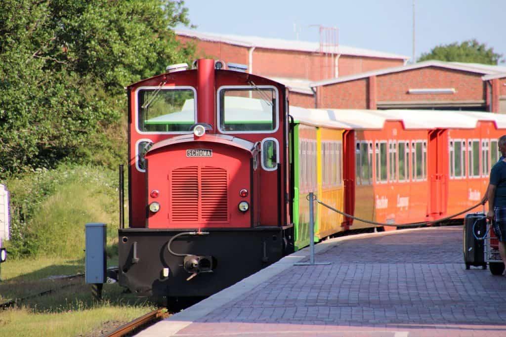 Inselbahn 2,5 Kilometer Strecke vom Ortskern zum Hafen - Langeoog Urlaub