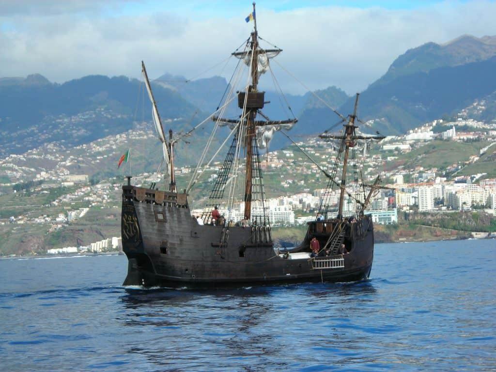 Santa Maria mit dem Piratenboot solltet Ihr aufjedenfall mal rausfahren
