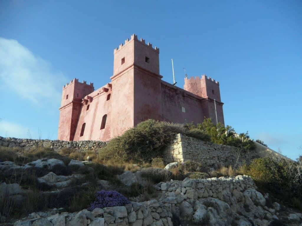 Sehr berühmt ist die rote Burg im Nordwesten