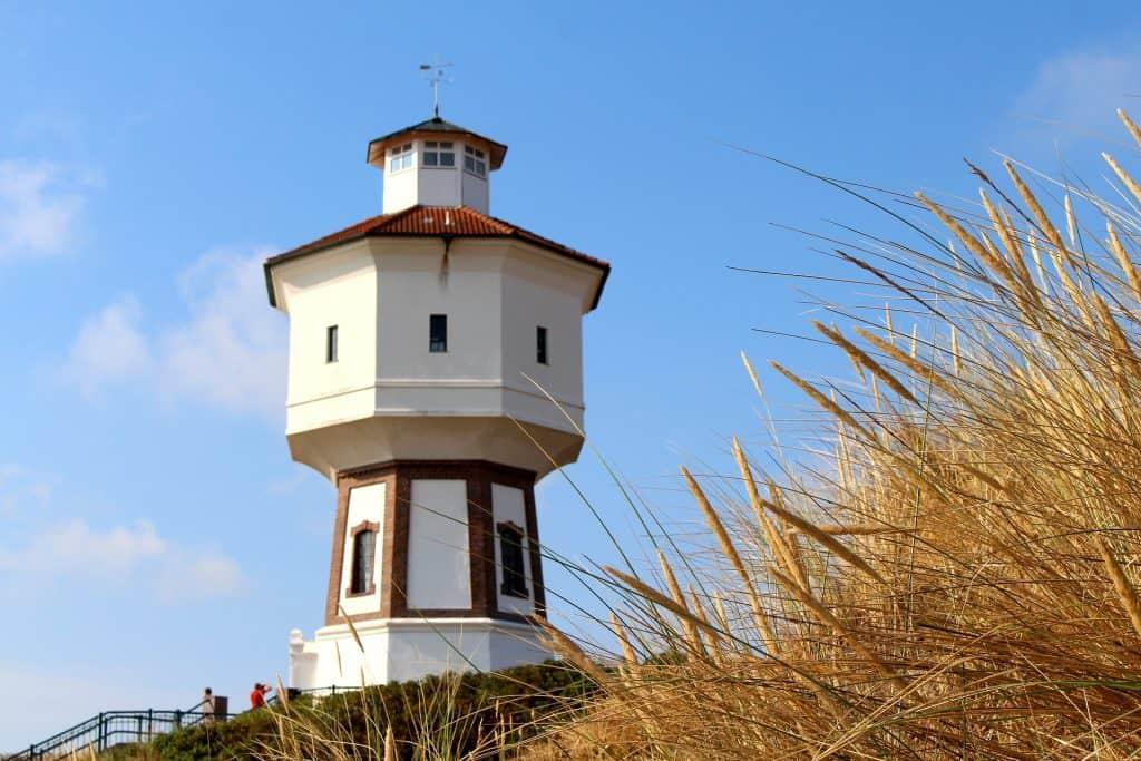 Wahrzeichen der Insel ein traditioneller Wasserturm